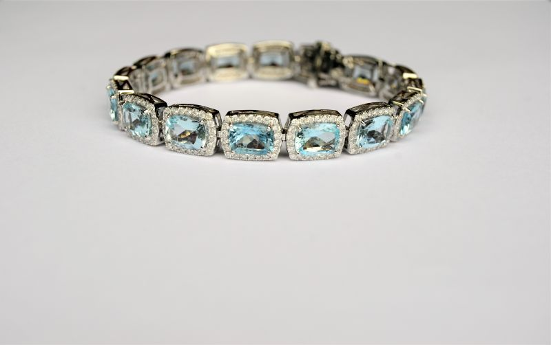 18ct white gold aquamarine& diamond bracelet