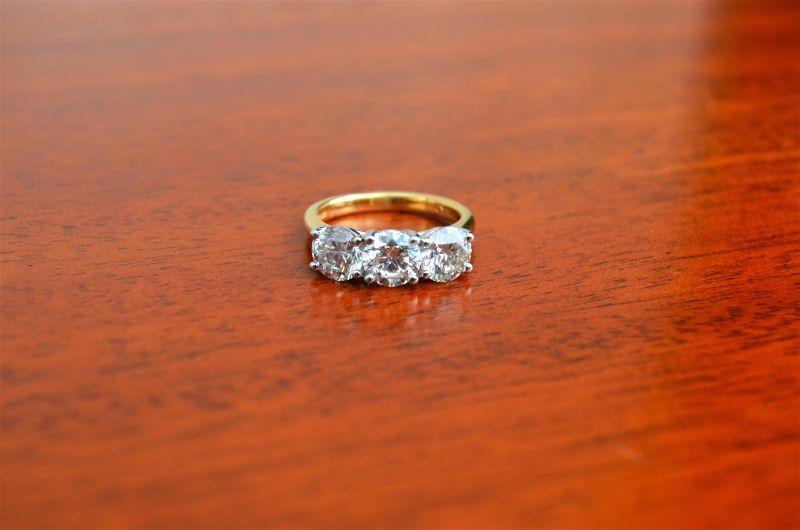 Three stone 18ct gold diamond ring