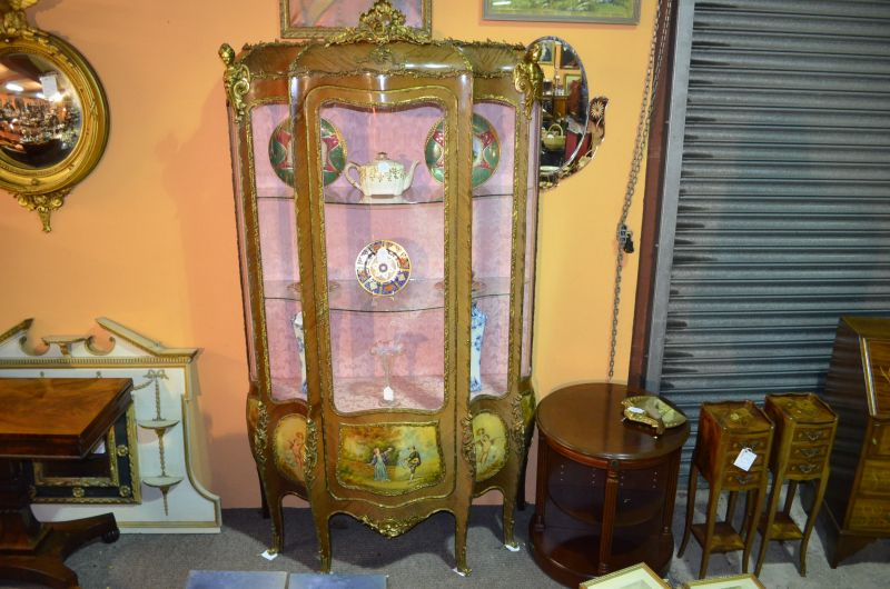 Kingwood Vitrine display cabinet