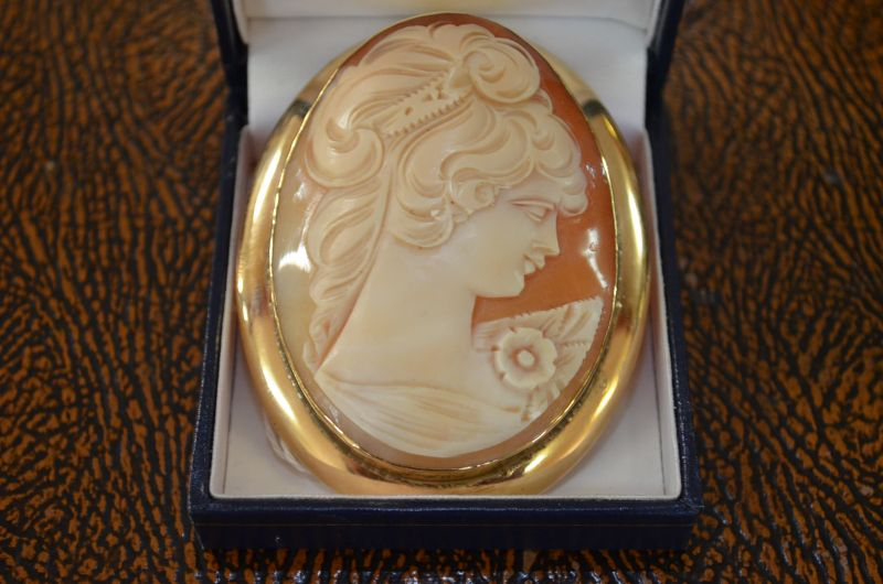 9 carat gold cameo brooch