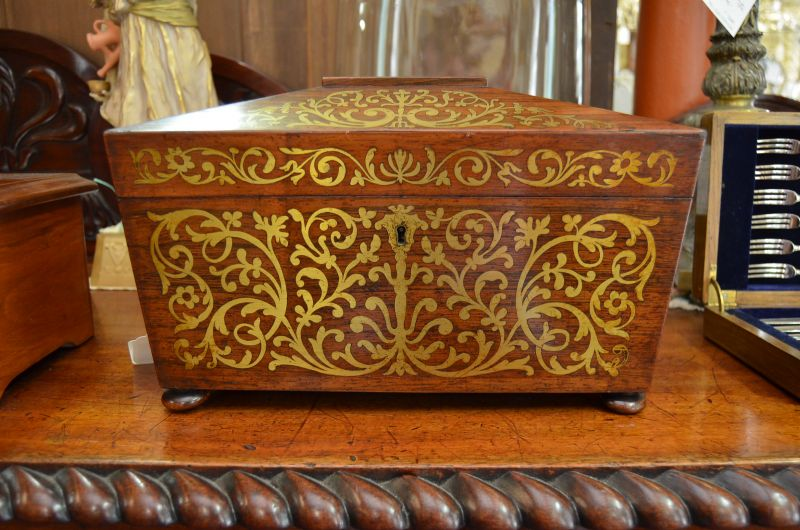 Victorian rosewood tea caddy