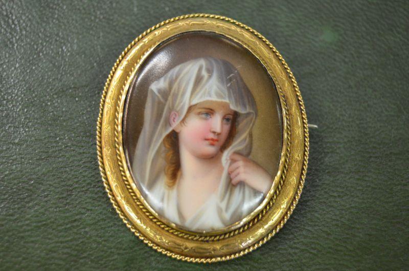 9ct gold porcelain brooch