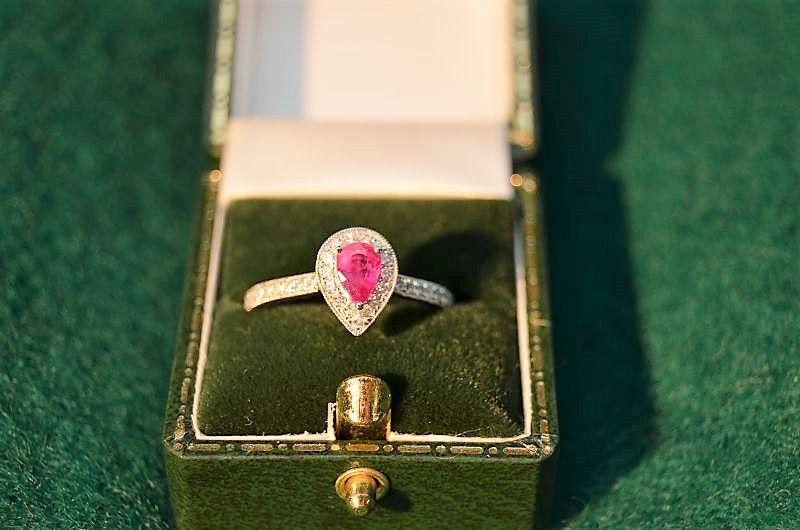 18ct gold ruby & diamond ring