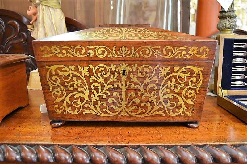 Victorian rosewood tea caddy with brass inlay.